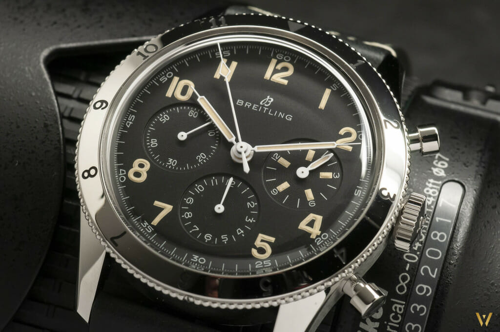 Focus sur le cadran de la Breitling AVI 765 1953 Re-Edition