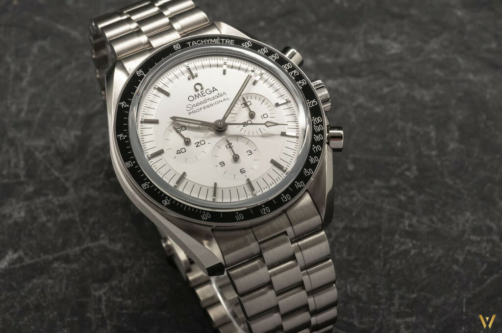 Nouvelle Omega Speedmaster Moonwatch version or Canopus glace et fond saphir